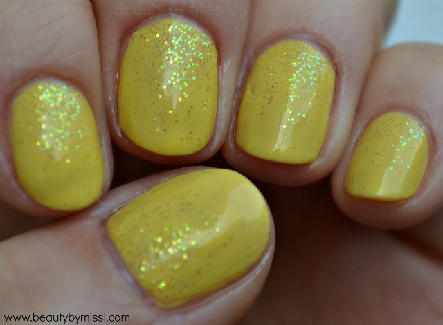 yellow nails with loose glitter