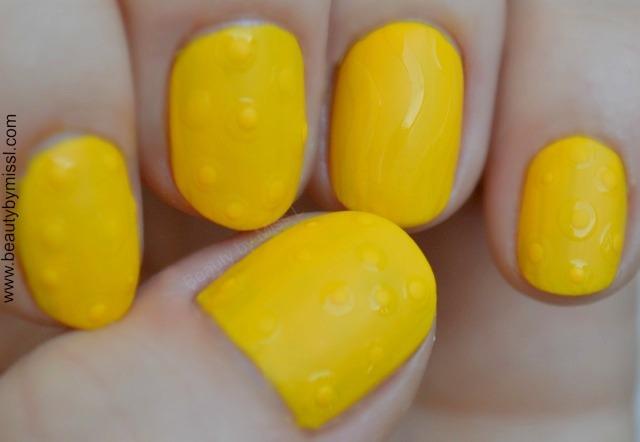 matte and shiny manicure