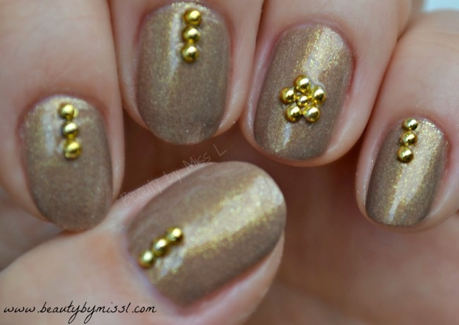 manicure with golden half pearls