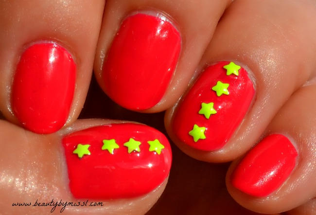 pink nails with yellow stars