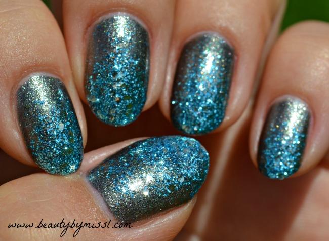grey blue glitter nails