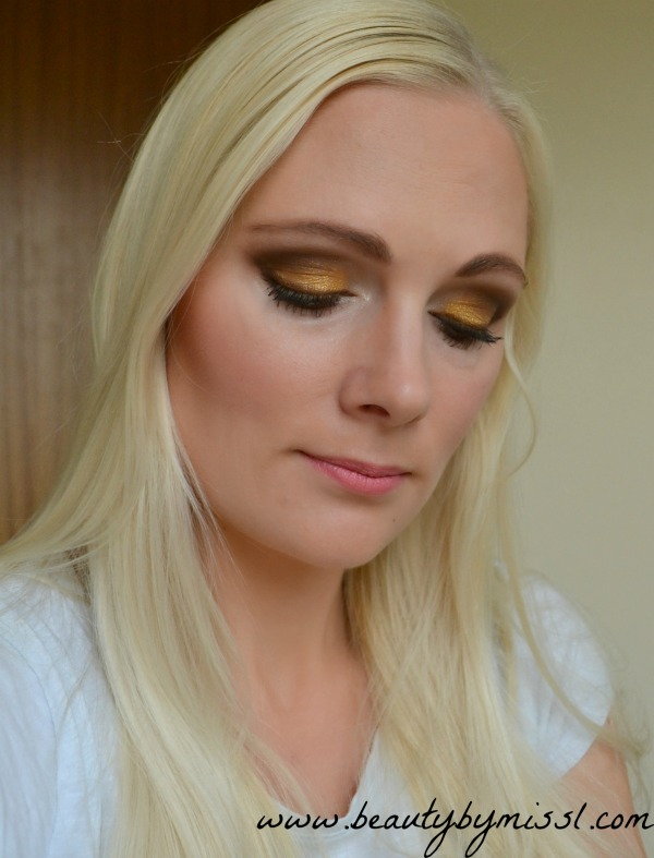 yellow and brown smoky eye