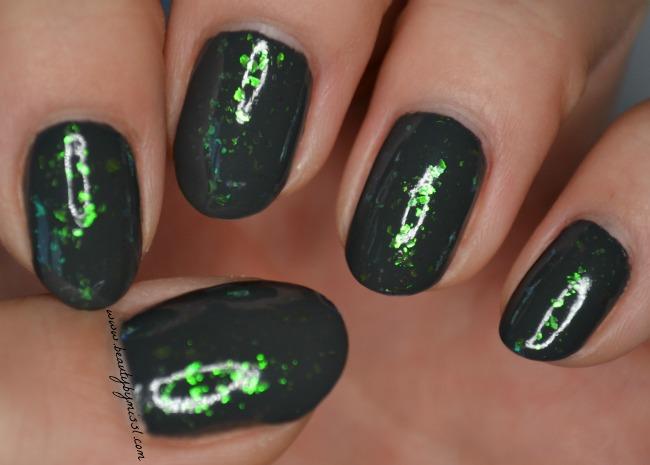layering manicure