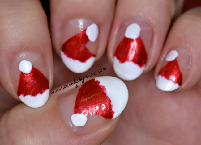 Simple Christmas themed nail art