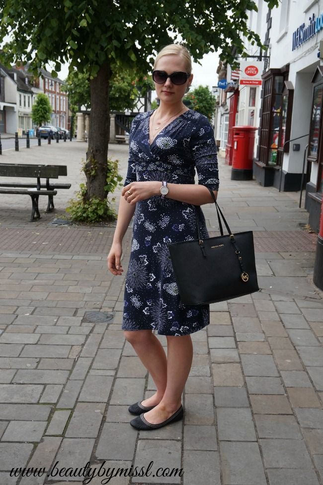 outfit jersey dress and flats