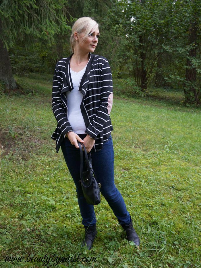 dark blue jeans, striped cardigan, black booties | www.beautybymissl.com