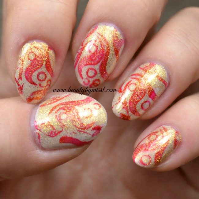 nail art inspired by wrapping paper