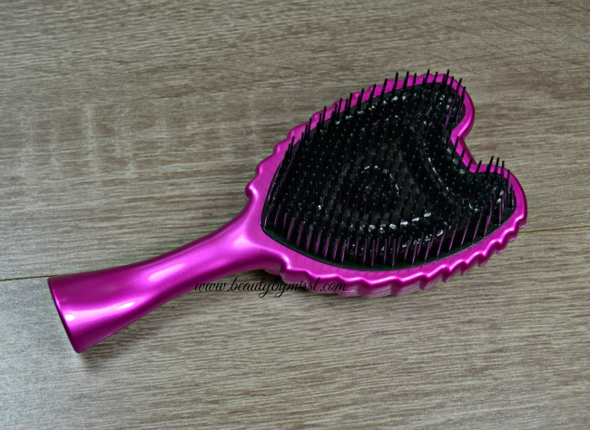 Tangle Angle detangling brush