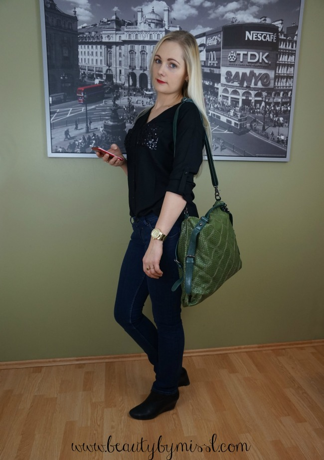 green hippyssidy bag, Hilfiger jeans, AJC blouse, Ecco booties