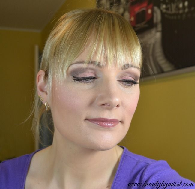 Prom makeup tutorial using Urban Decay Naked 3 eyeshadow palette