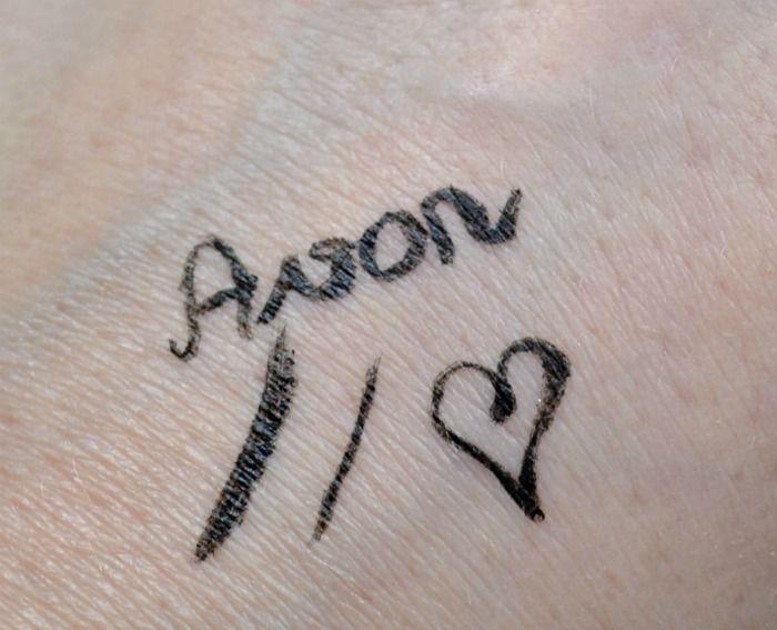 Avon SuperExtend Precise Liquid Liner swatch
