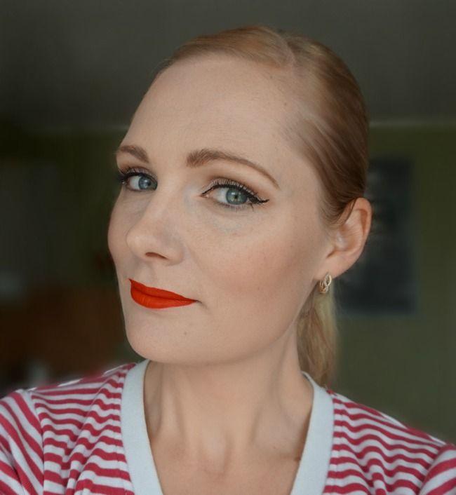 red lips light smoky eye