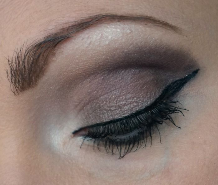 Taupe smoky eye with Essence All About Roses