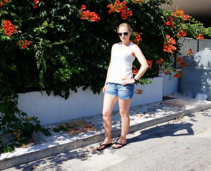 s.oliver shorts hm top kate spade flip flops oakley sunglasses fitbit charge hr