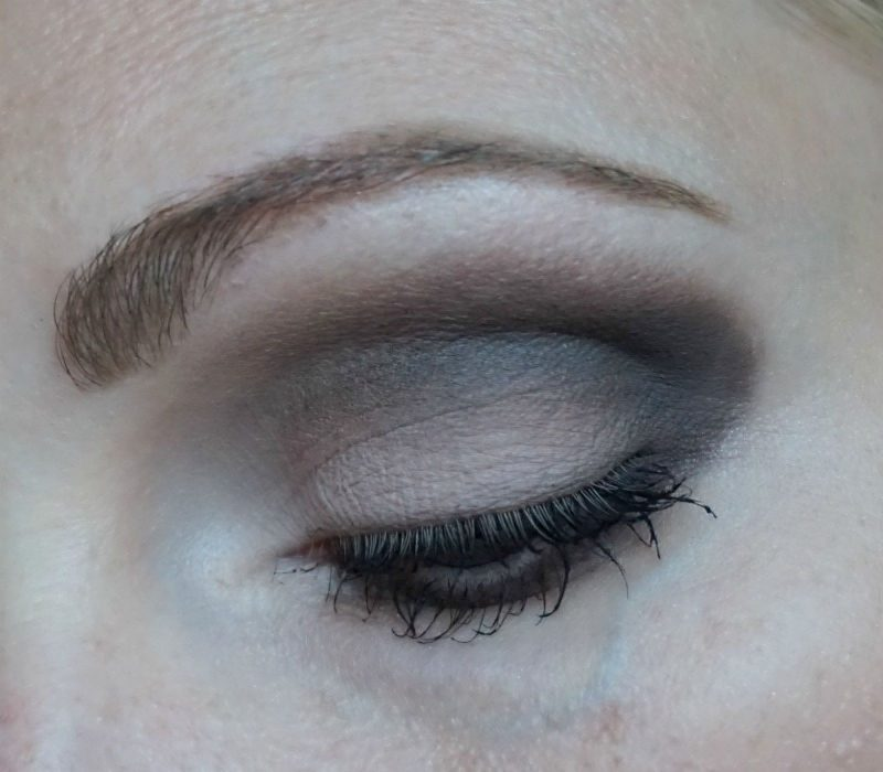 Matte eye makeup with Urban Decay Naked Smoky