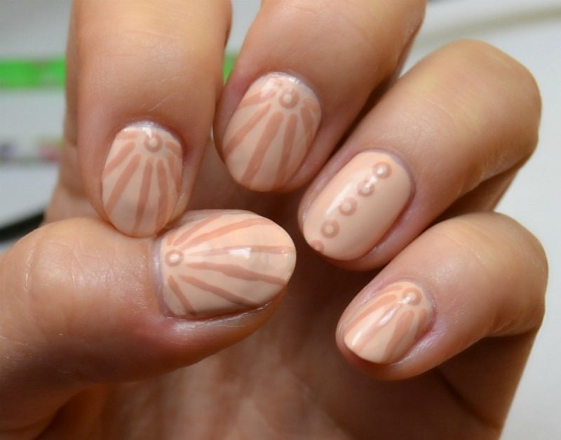 Striped and dotted nails with Avon BB 7-in-1 Nail Colours
