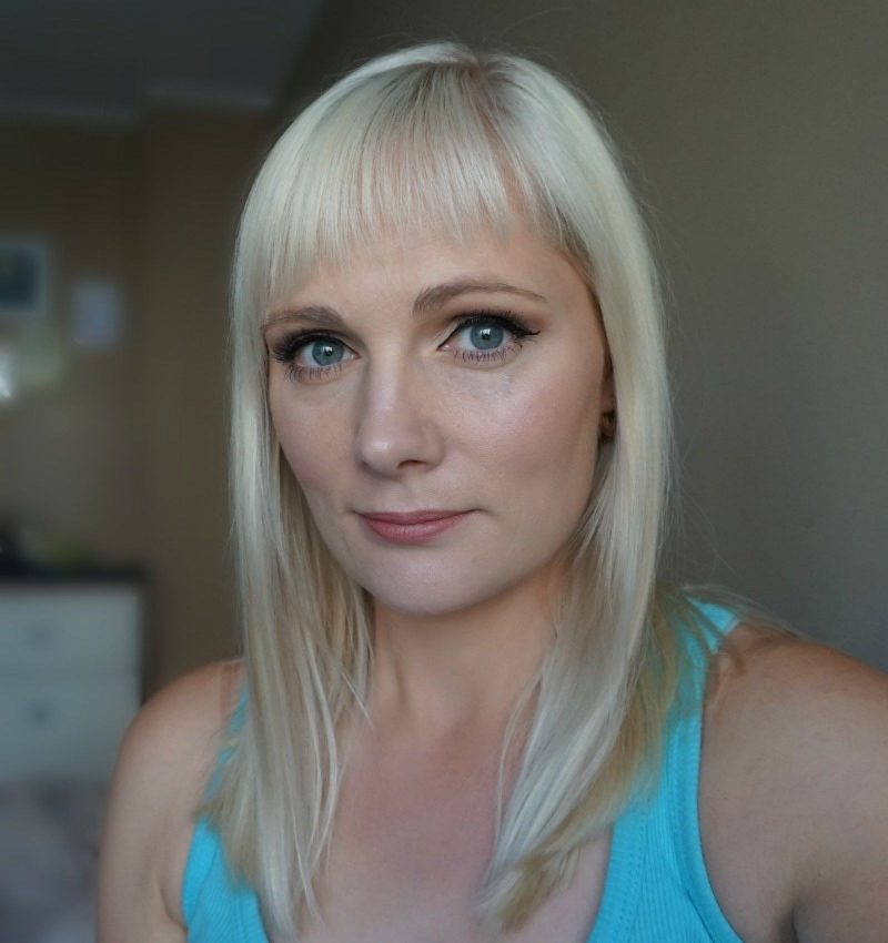 simple makeup look with Cargo The Essentials palette