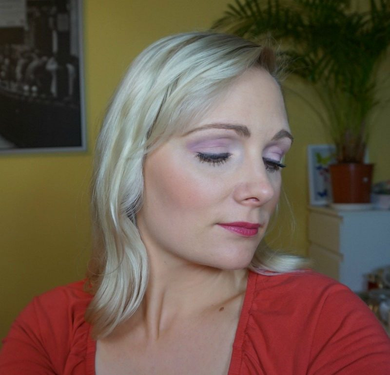 Purple 30s inspired makeup