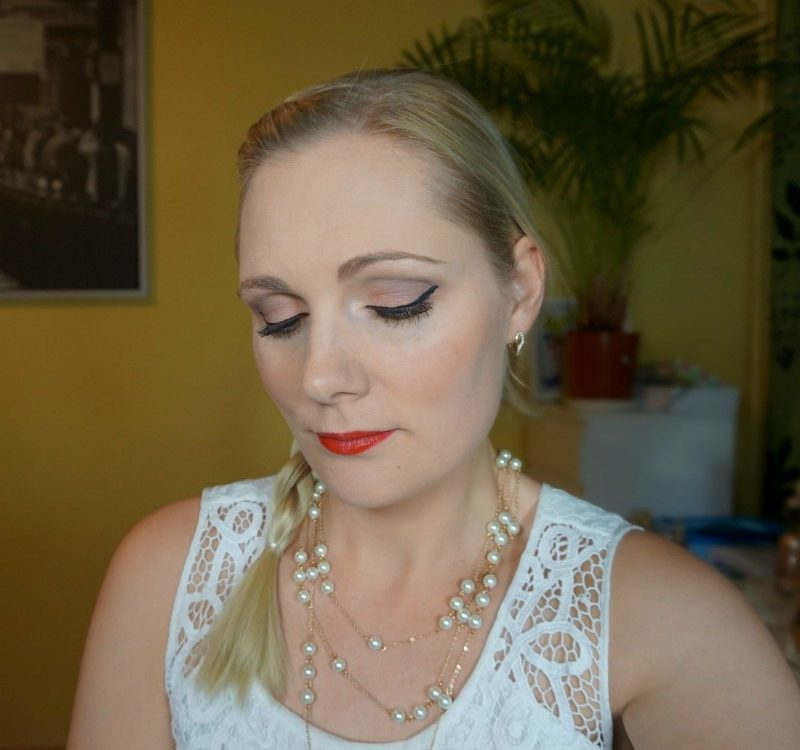 Simple Christmas makeup idea with Essence makeup products