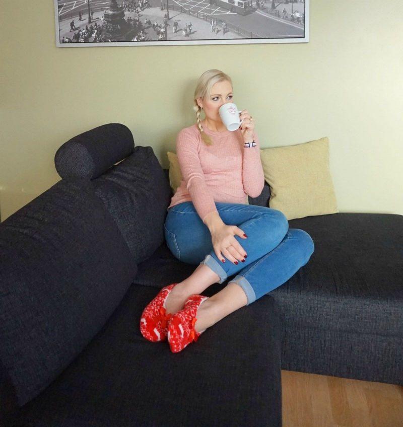 hm jumper, guess jeans, Daniel Wellington watch, Avon wonderland slipper socks