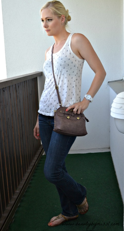 outfit: Jeans and top with anchors