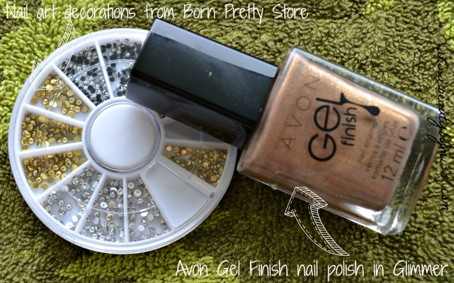 Glimmer gold manicure