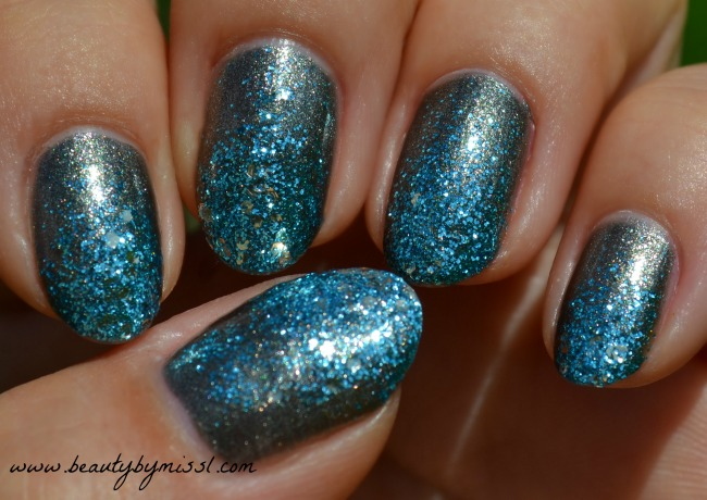 grey blue glitter nails