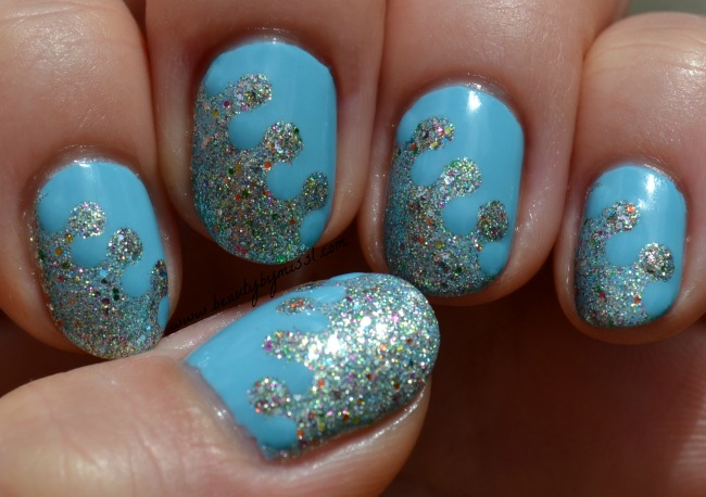 glitter interlock manicure