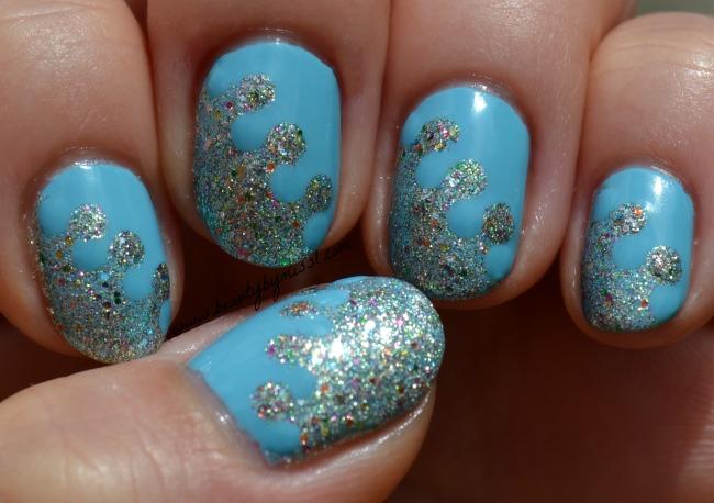 glitter-interlock-manicure