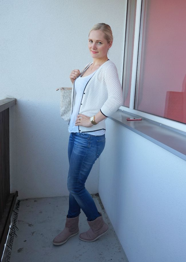 H&M cardigan, New Yorker tank top, Michael Kors watch and tote bag, Only jeans, Ecco boots | www.beautybymissl.com
