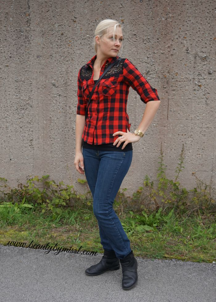 outfit post: red plaid blouse from Zaful and dark blue jeans