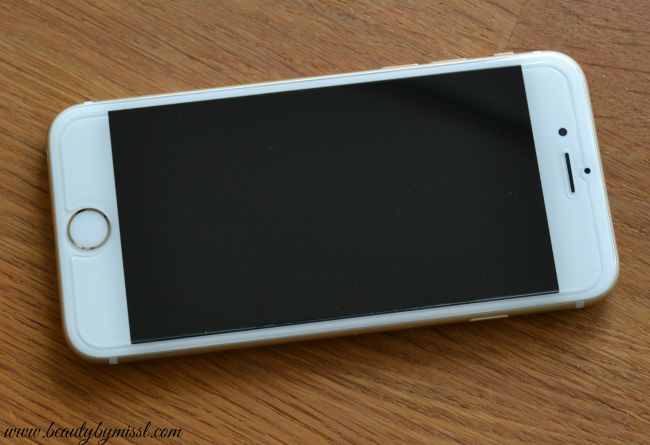 Olixar iPhone 6 Glass Screen Protector applied on iPhone6