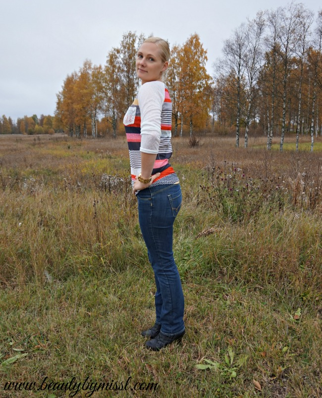 colorful striped top and dark blue jeans | www.beautybymissl.com