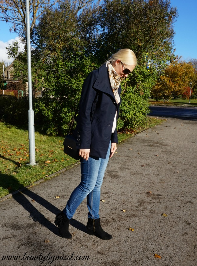 Fall outfit: Mexx jacket, Reserved jeans, Michael Kors Bedford Leather Crossbody, Sam Edelman fringe booties, Michael Kors watch, H&M scarf, Victoria Beckham sunglasses