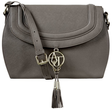 Essential accessories for Fall: crossbody bag