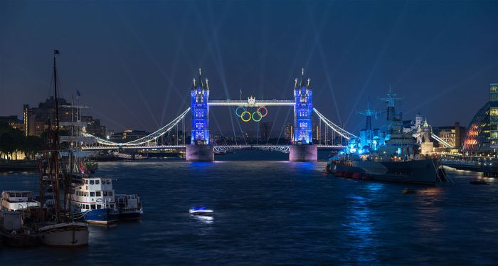 1200px-Tower_Bridge_Olympic_Lighting,_London_-_July_2012