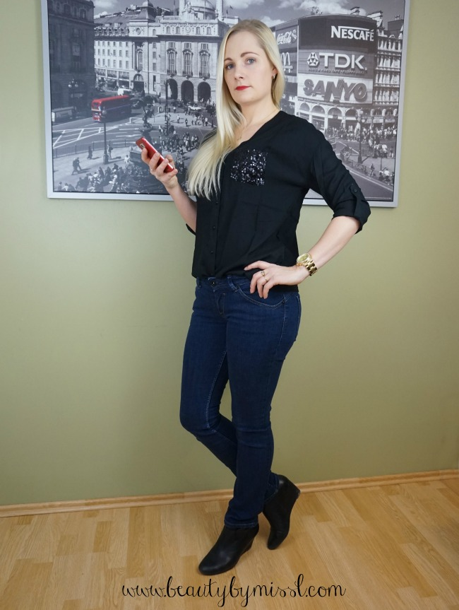 Hilfiger jeans and AJC black blouse, Michael Kors watch