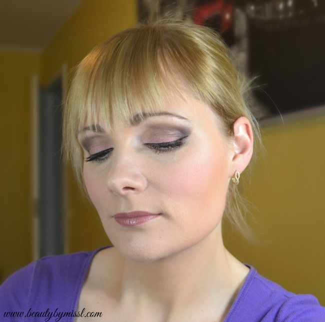Prom makeup using Urban Decay Naked 3 eyeshadow palette