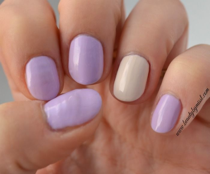 Essence the gel nail polish in 54 dream on & 21 a whisper of spring