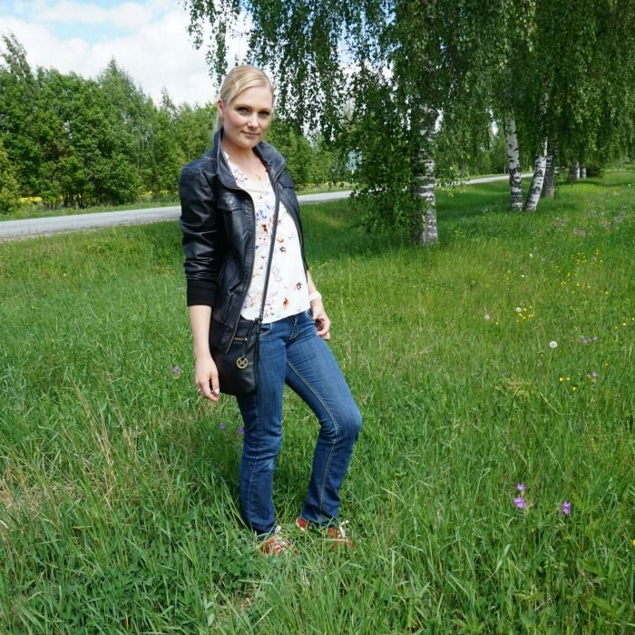 Floral blouse, leather jacket & red shoes linkup