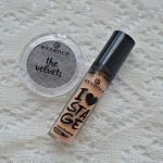 Essence The Velvets longlasting eyeshadow and Essence I Love Stage eyeshadow base