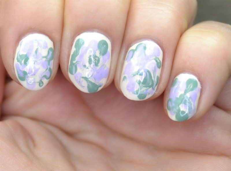 Simple smeared nail art with Essence The Gel nail polishes