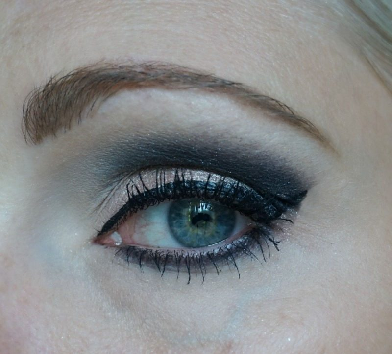 Smoky eye with Urban Decay Naked Smoky & Too Faced Sugar Pop