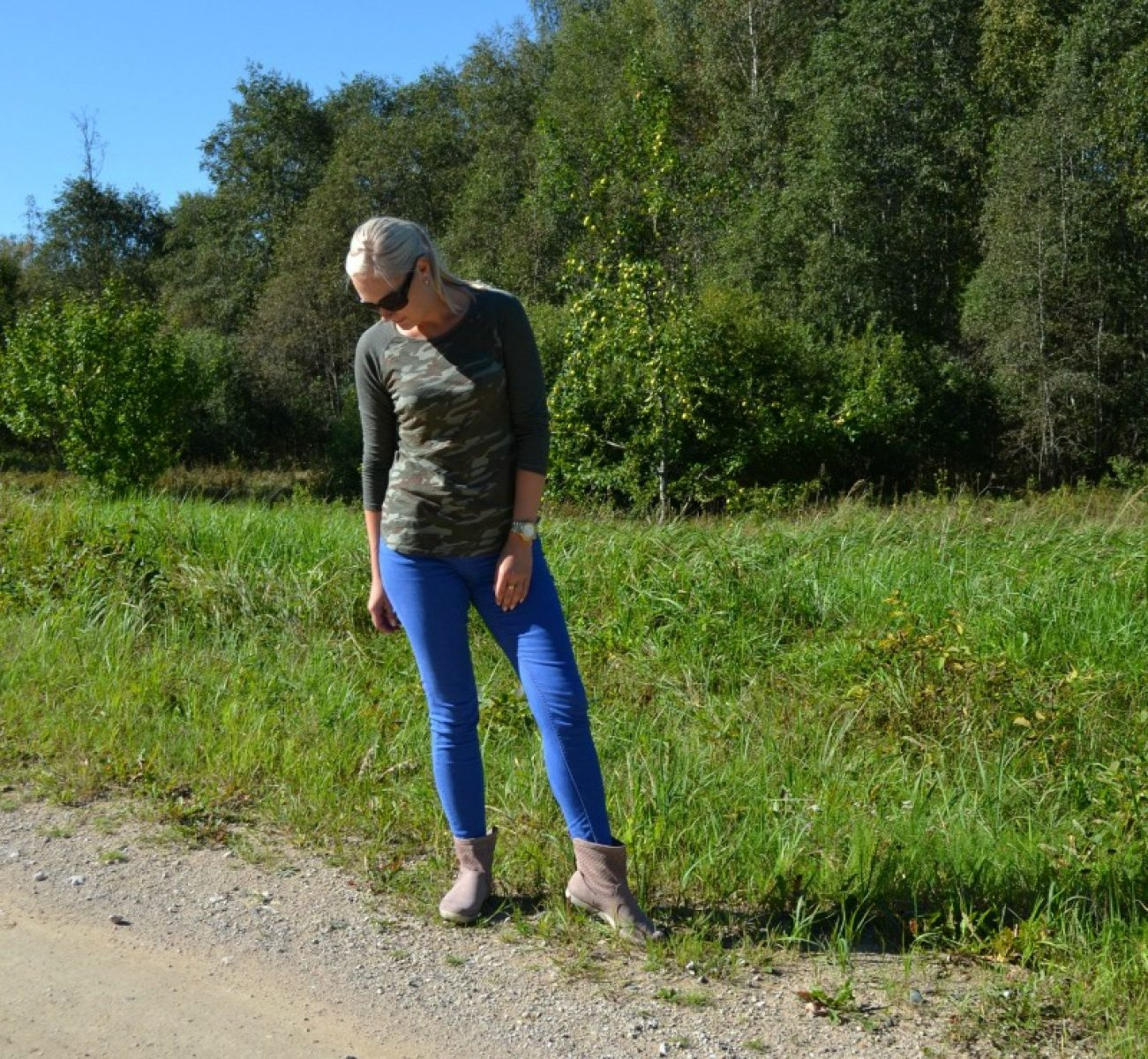 camo top and blue jeans
