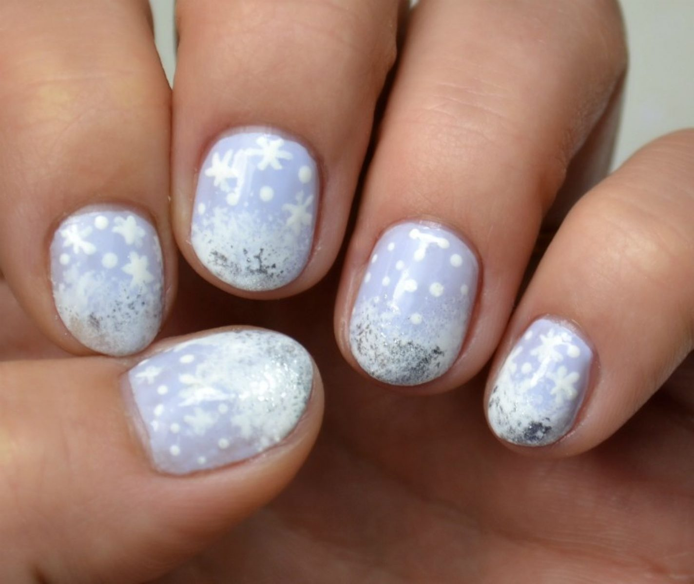 Simple winter themed nail art