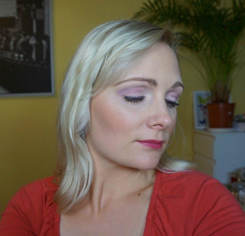 Purple 30s inspired makeup