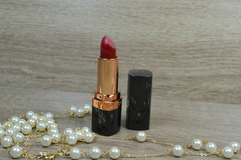 Avon True Colour Supreme Nourishing Lipstick in Red Creme