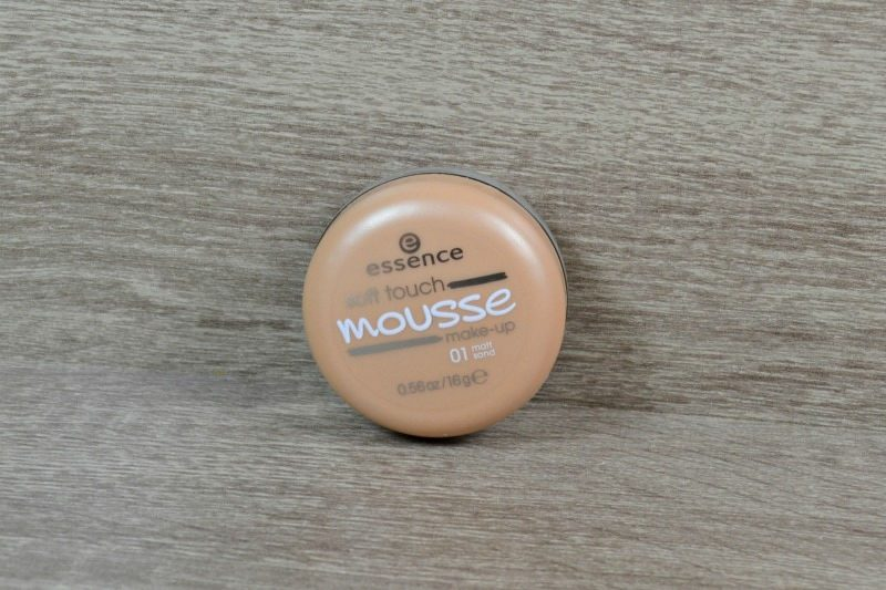 Essence Soft Touch Mousse Make-up - 01 Matt Sand