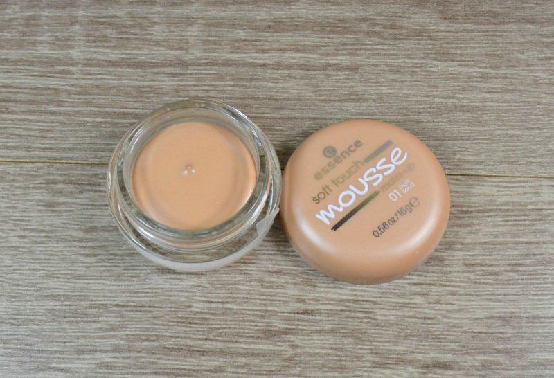 Essence Soft Touch Mousse Make-up - 01 Matt Sand