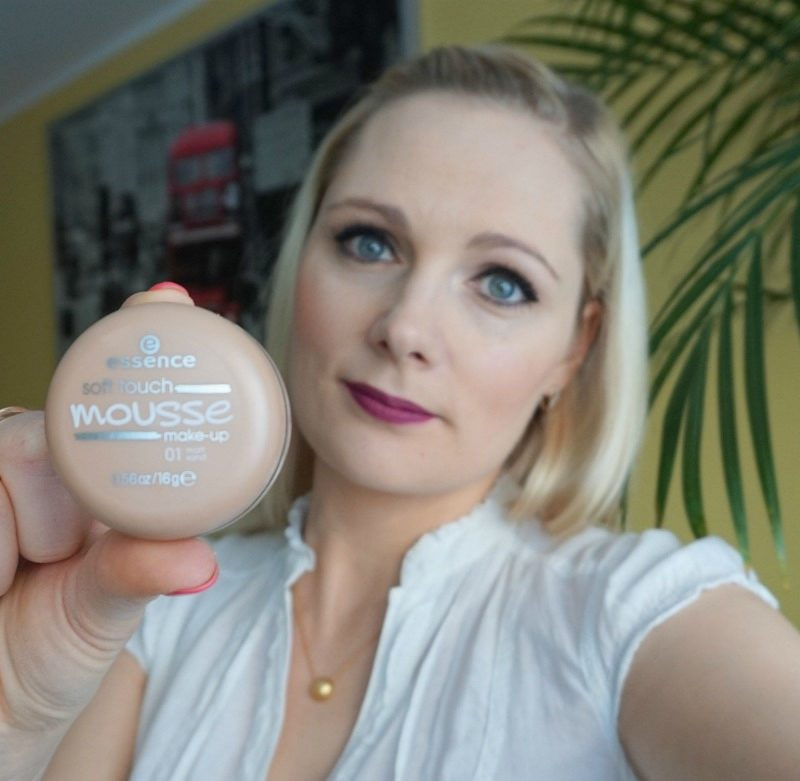 Essence Soft Touch Mousse Make-up - 01 Matt Sand review